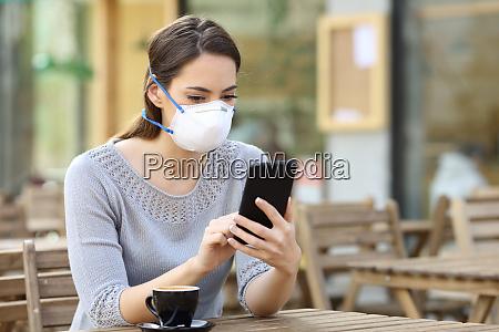 kvinde med maske kontrol nyheder pa
