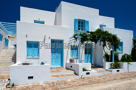 traditional greek architecture houses painted white
