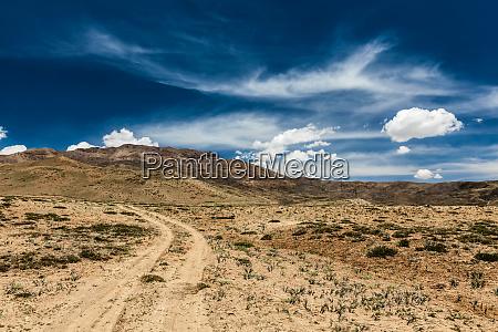 dirt road in spiti valley in
