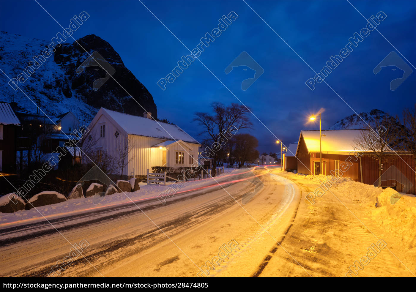 vej, i, ramberg, landsby, med, røde - 28474805