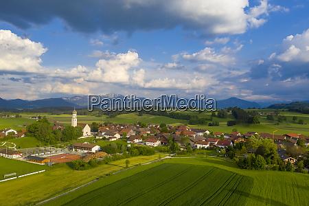 tyskland bayern oberbayern antdorf med benediktenwand
