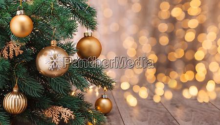 juledekoration med bolde og juletrae