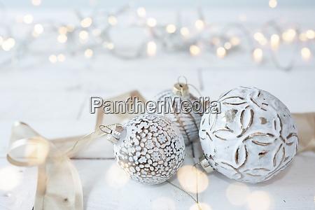 smukke hvide julekugler