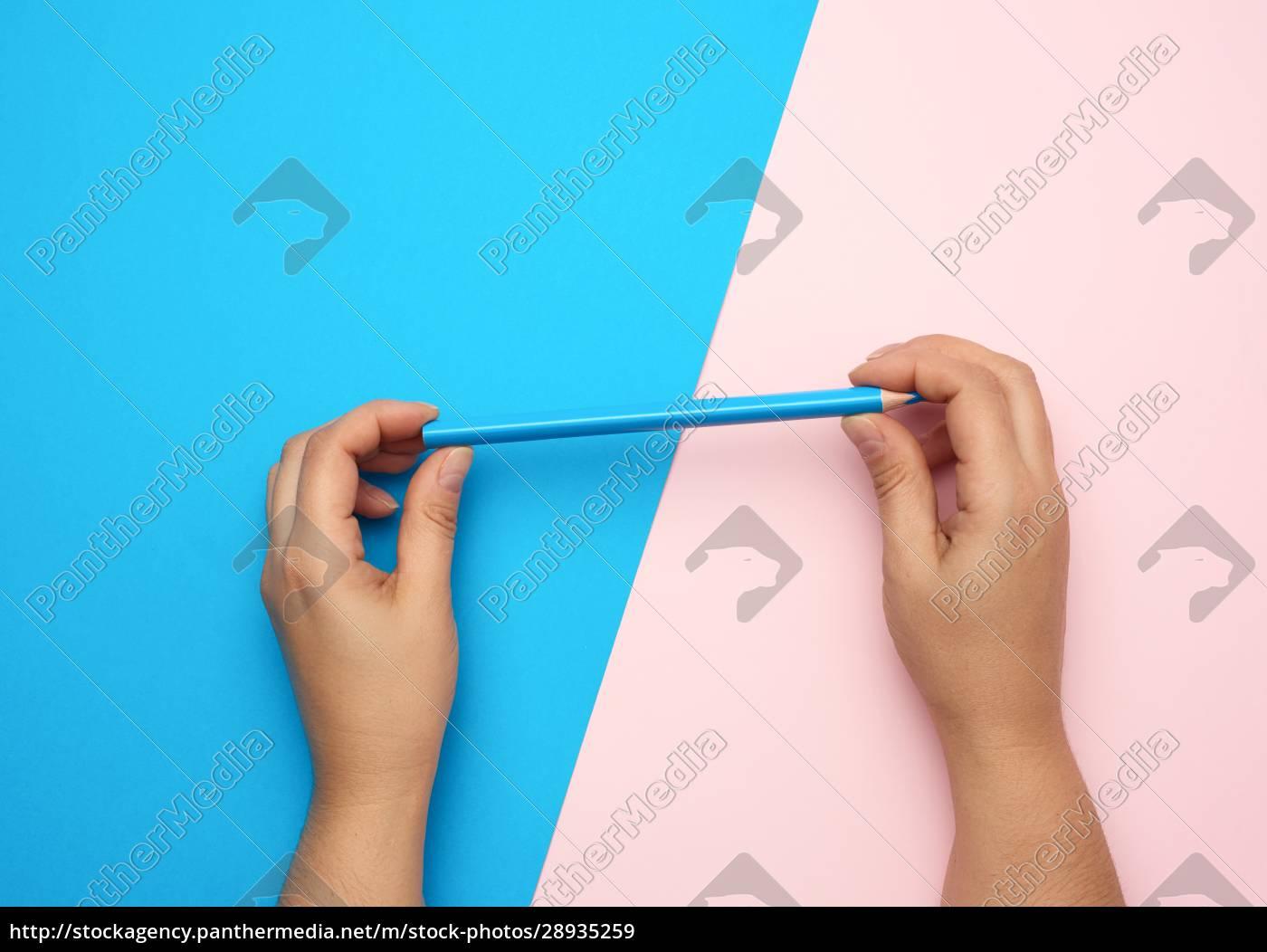 to, kvindelige, hænder, holde, en, blå - 28935259