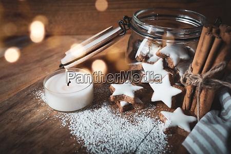julen stadig liv med kanel stjerner