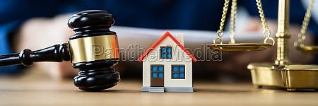 house ejendom auktion efter skilsmisse