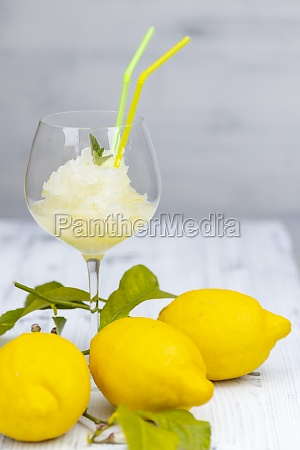 stilleben med citronsorbet