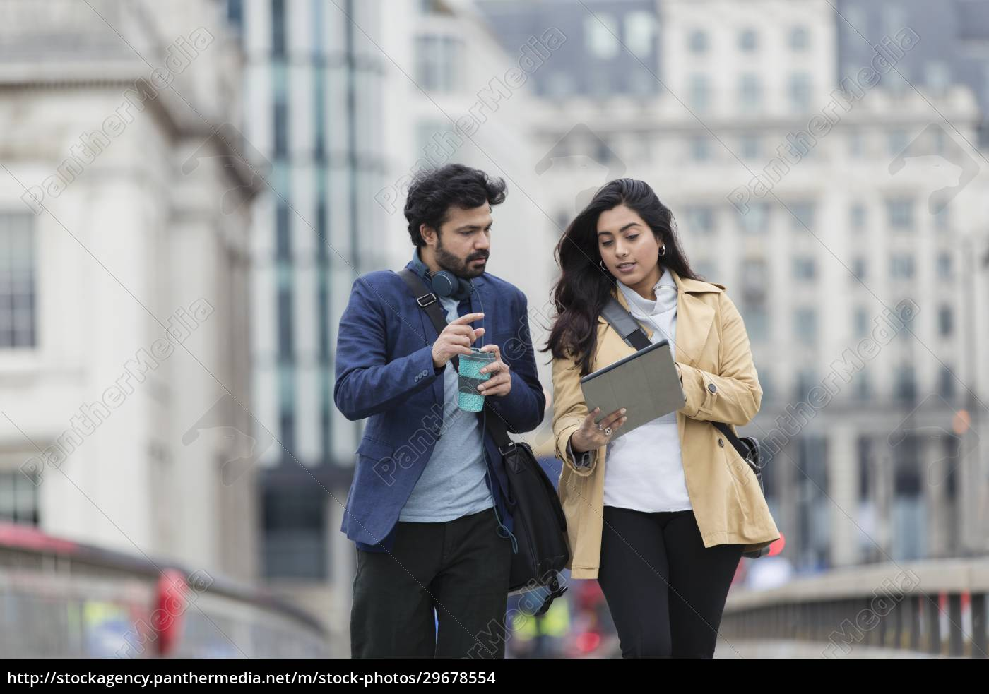forretningsfolk, med, digital, tablet, og, kaffe - 29678554