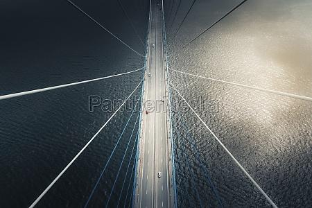luftfoto, af, køretøjer, der, krydser, russkiy, most, hovedbroen - 30242601