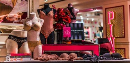 set, shop, store, girl, female, beauty - B354903234